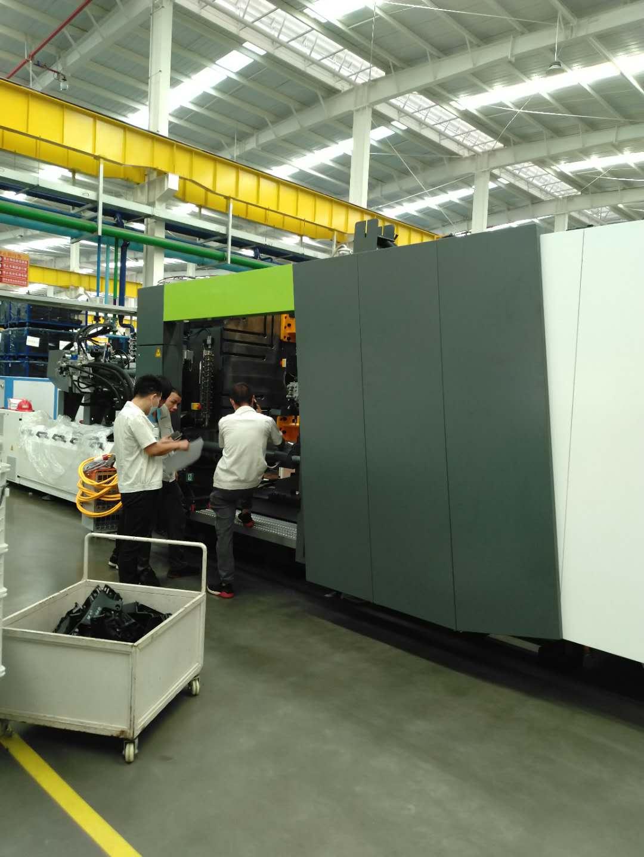 恩格尔赢泰1350T注塑机换模系统