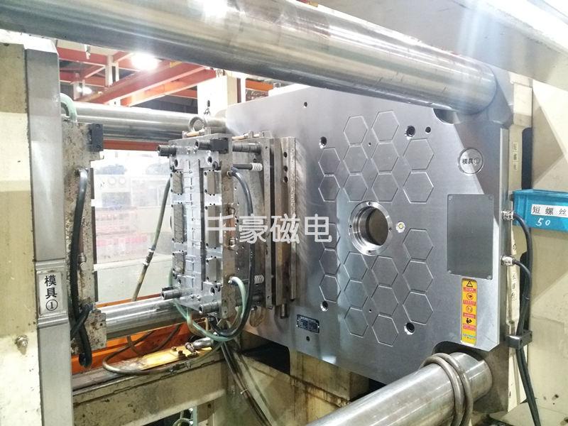 双色注塑机磁力模板快速换模系统|千豪磁电
